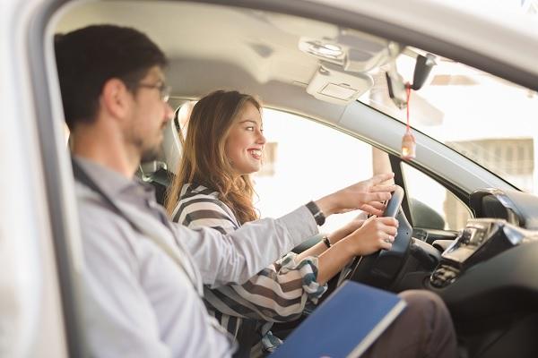 Coût du permis de conduire : le gouvernement annonce une baisse de 30 %