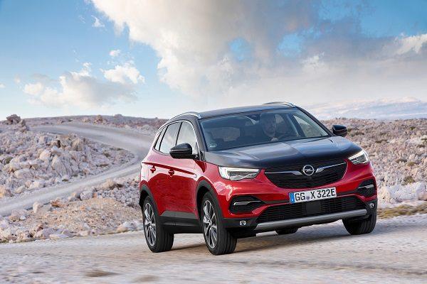 Opel Grandland X Hybrid4 : le premier modèle hybride rechargeable d'Opel