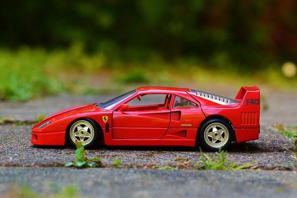 États-Unis : Des Ferrari laissées à l'abandon dans un champ
