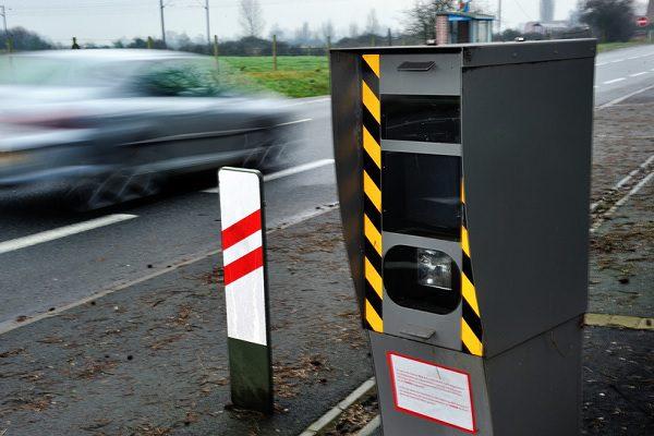 Faut-il ou non désigner un conducteur flashé ? Voici ce que dit la loi