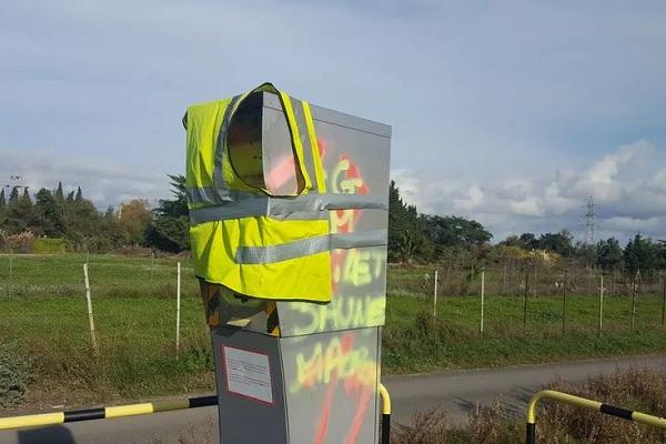Radars vandalisés : les dégradations des gilets auraient coûté 360 millions d'euros !