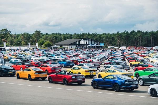 [Vidéo] 1 326 Ford Mustang réunies : un nouveau record du monde !