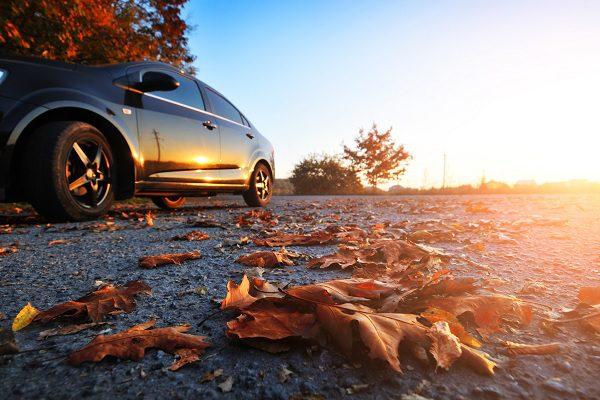 Une voiture bien entretenue pour un automne détendu