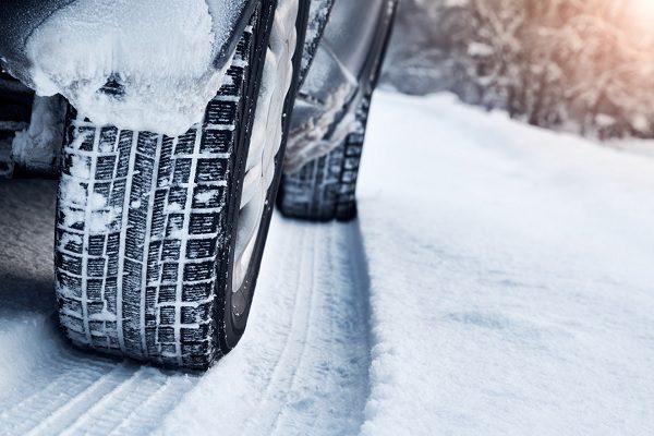 Chaînes ou chaussettes, que choisir pour votre véhicule et pourquoi ?