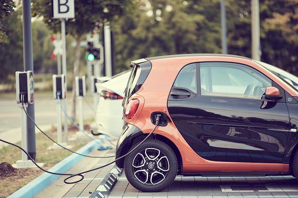 Tout savoir sur les voitures électriques : coût réel, durée de vie des batteries, pollution
