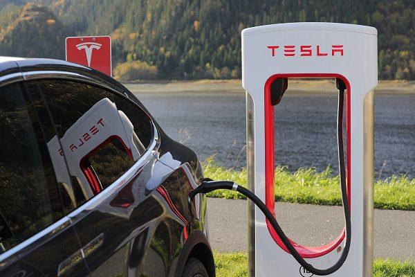 Les voitures électriques haut de gamme n'ont plus le droit au bonus écologique