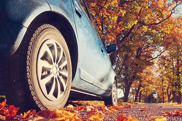 Quels sont les bons réflexes à avoir en automne pour rouler sécurité ?