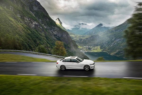 BMW Série 3 : la 318i complète la gamme, la micro-hybridation disponible pour la 320d dès 2020