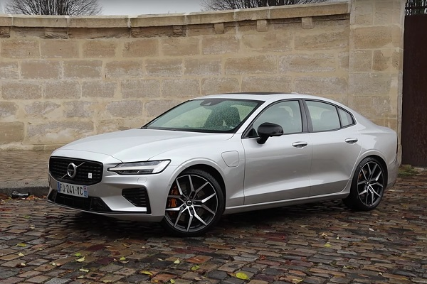 Essai Volvo S60 2.0i T8 hybride 405ch Polestar Engineered : match difficile face à la BMW 330e