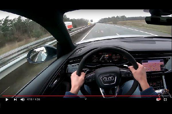 Une Audi RS Q8 lancée à 303 km/h sur l'autoroute