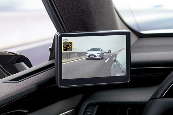 Rétroviseurs-caméras, désormais disponibles sur la Lexus ES 300h en France