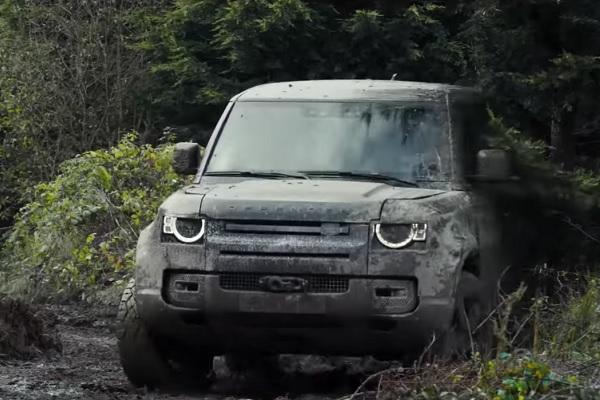 [Vidéo] James Bond met le Land Rover Defender à l'épreuve
