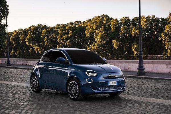 La nouvelle Fiat 500 électrique dévoile sa version «classique» (berline) après la variante cabriolet