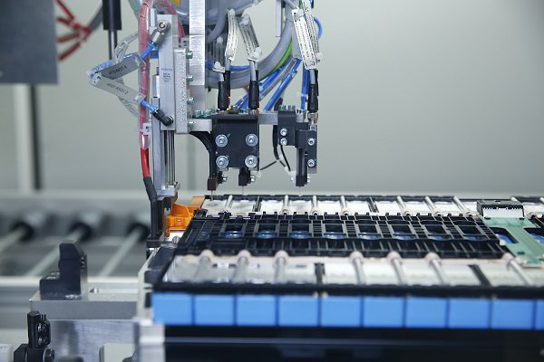Voitures électriques : BMW se lance dans le recyclage des batteries