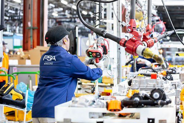 L'innovation automobile: une priorité chez PSA et Valeo