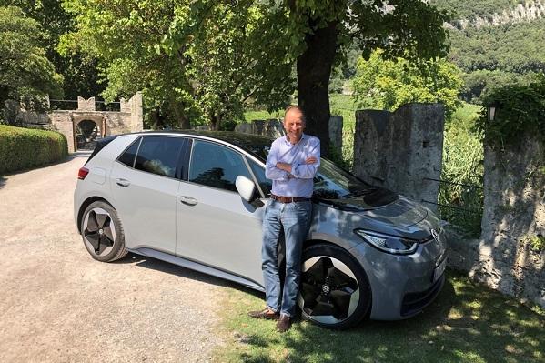 Volkswagen: le patron a profité de ses vacances pour tester l'ID.3