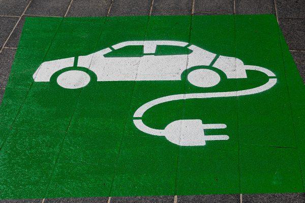 Voitures électriques: un nouveau bonus écologique pour les achats d'occasion