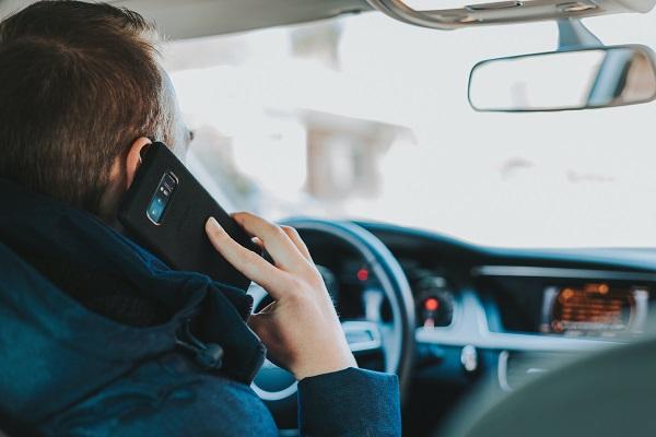 Fleau du smartphone au volant