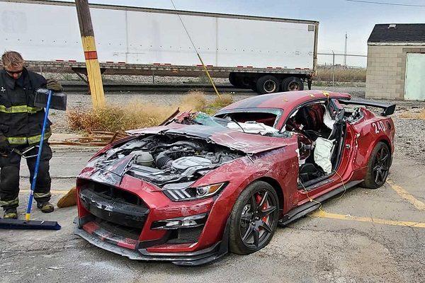 Une Ford Mustang Shelby GT500 découpée en morceaux