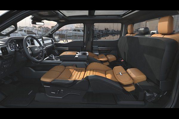Le Ford F150 équipé de sièges «couchettes»