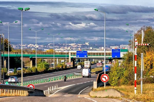 Sur les autoroutes, le prix des péages va (encore) augmenter en 2021