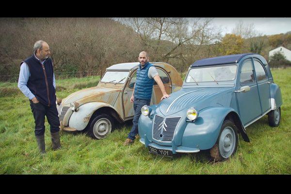 Le présentateur britannique de Top Gear lance une course de 2CV