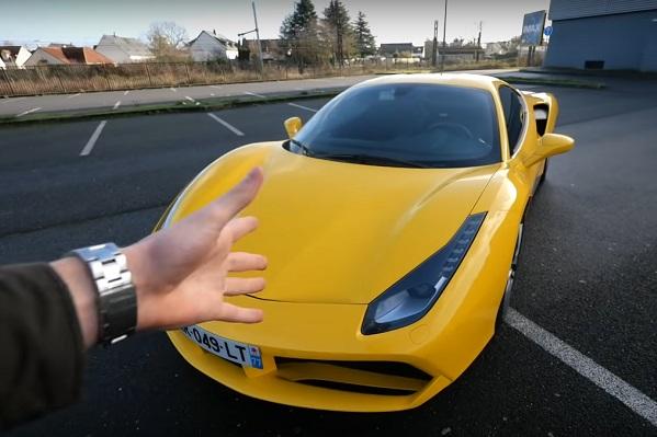 Covoiturage : il surprend son passager en débarquant en Ferrari