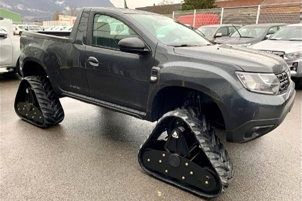 Le Duster version pick-up à chenilles