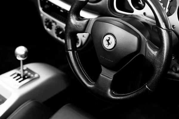 Ferrari v6 hybride