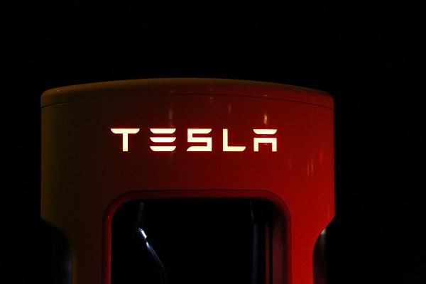 Bientôt une compacte Tesla pour affronter les Audi A3 et BMW Série 1 ?