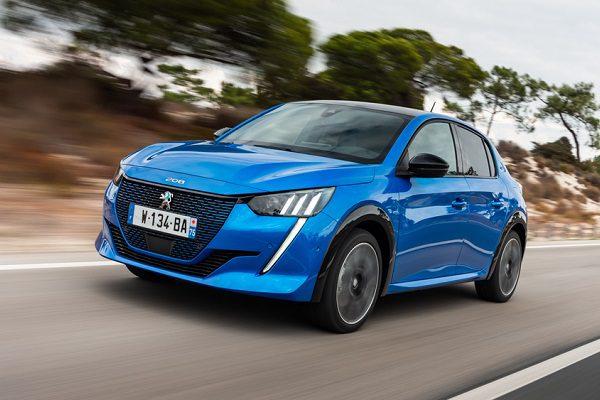 Peugeot e-208 ou Renault Zoé: laquelle va vous électriser pour vos déplacements?