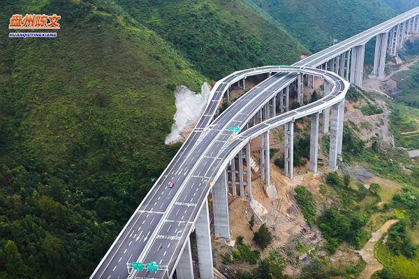 [Vidéo] Chine : une autoroute pour faire demi-tour