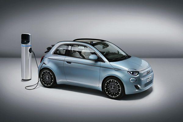 Essai Fiat 500e: quand la citadine qui fait tourner les têtes se convertit à l'électrique