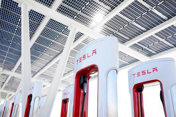 Les Superchargeurs Tesla vont désormais être ouverts à d'autres constructeurs
