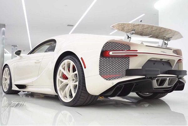 Une Bugatti Chiron à près de 4 millions d'euros frôle l'accident
