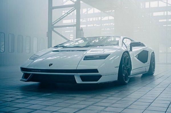 Lamborghini fait renaitre une icône: voici la Countach LP800-4